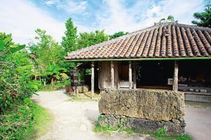 琉球村で昔の沖縄へタイムスリップ体験!