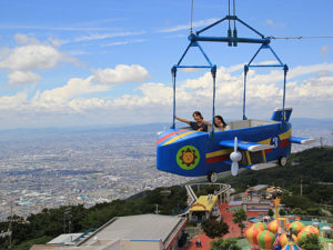 生駒山上遊園地の魅力を紹介!低年齢でも楽しめるアトラクション多数
