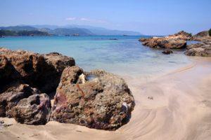 九十浜海水浴場は秘密基地のような穴場ビーチ!
