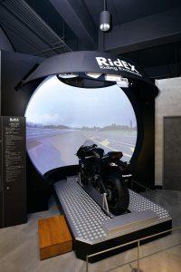 カワサキワールドは実物の新幹線やヘリコプターが展示されて迫力満点!