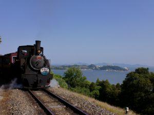 本物の蒸気機関車に乗れる!愛知こどもの国の巨大遊具で遊ぼう