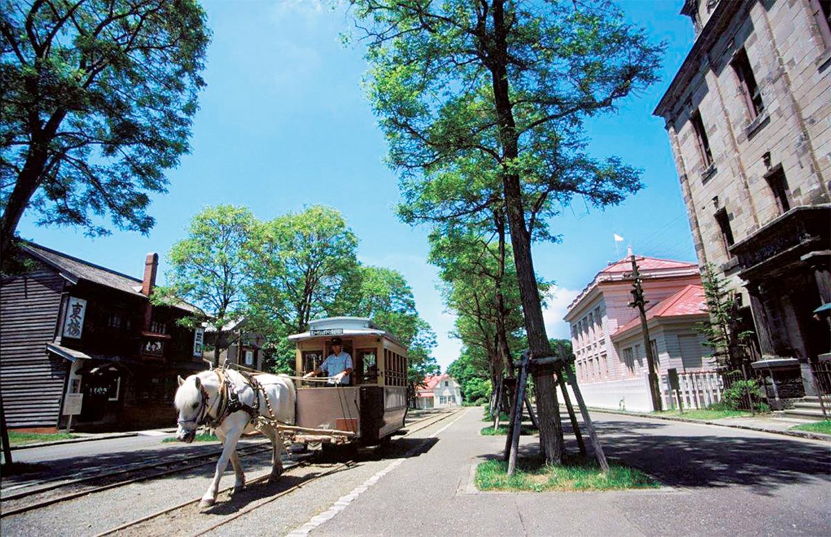 レトロな街並みを走る馬車鉄道/北海道開拓の村(札幌市)