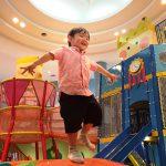 壬生町おもちゃ博物館は、大型遊具や遊べるおもちゃ、鉄道ジオラマの運転が人気