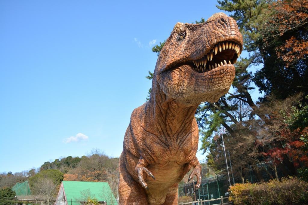 ティラノサウルスの復元模型/岡崎市東公園動物園・恐竜広場(愛知県/岡崎市)