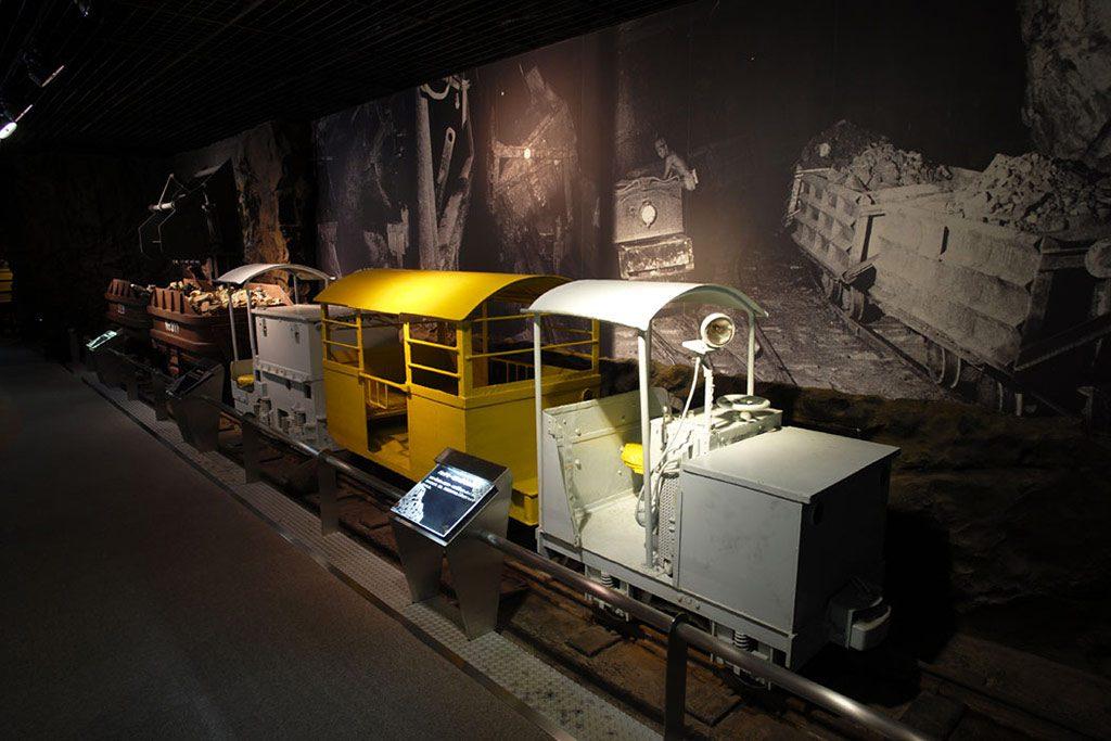坑内電車の展示/柵原ふれあい鉱山公園(岡山県/久米郡美咲町)