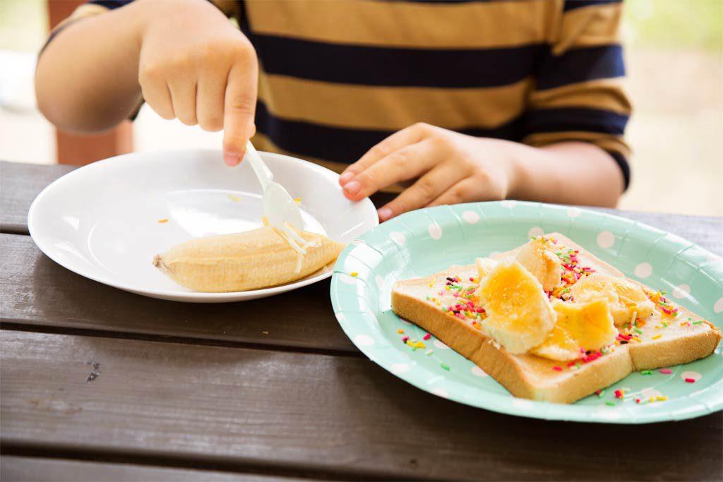 チョコバナナトーストはカラフルに飾って/3歳~4歳におすすめバーべキューお手伝い