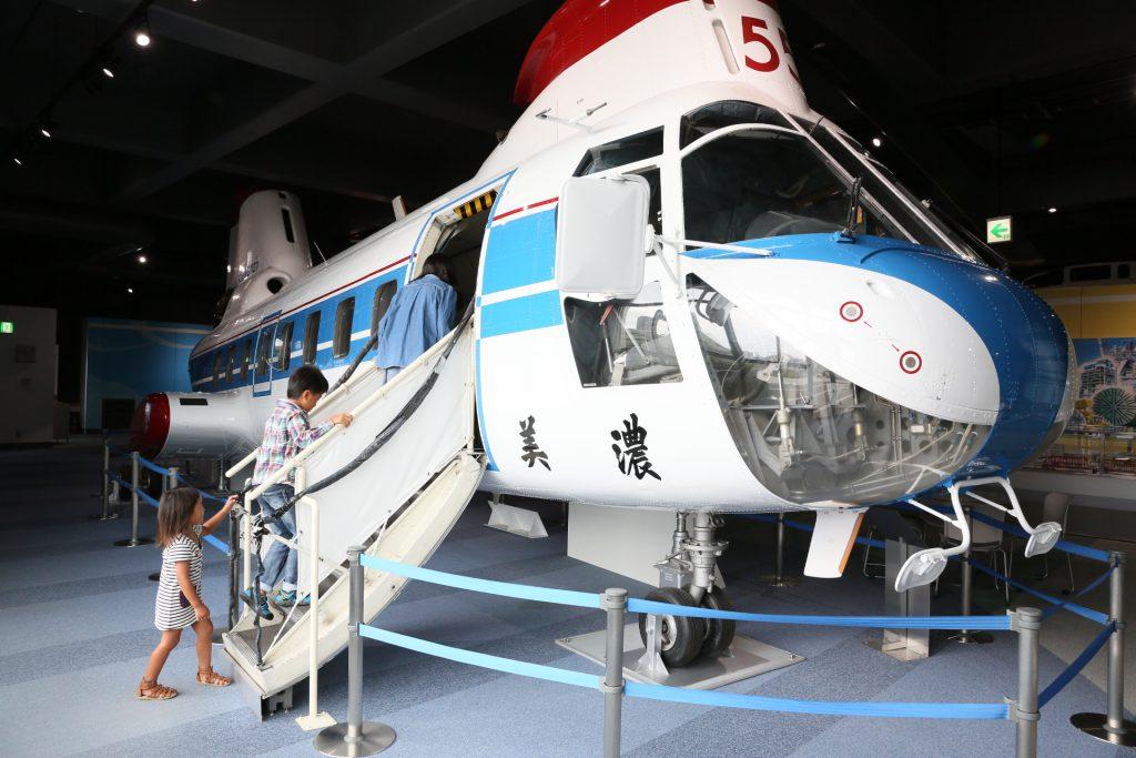 大型ヘリコプター「カワサキバートルKV107II型」の展示/カワサキワールド(兵庫県神戸市)